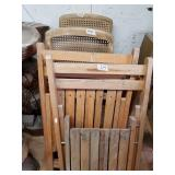 Lot with wooden folding chairs, TV trays, candy di