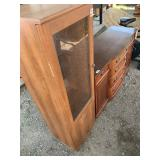 Lot of 2 wooden cabinets, one is an entertainment