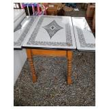 Extendable working table with metal top dimensions