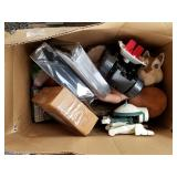 Pallet lot with miscellaneous items: speakers, dol