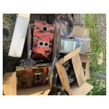 Pallet lot with automotive items: cylinder headers