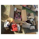 Lot with miscellaneous items: dolls in boxes with