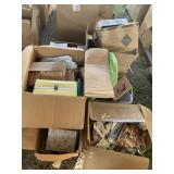Lot with miscellaneous items: books, dolls cases w