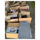 Large lot with miscellaneous items: dolls with acc