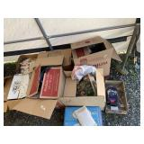 Lot with miscellaneous items: dolls clothes and ac
