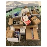 Lot with miscellaneous items: baskets, robot toys,