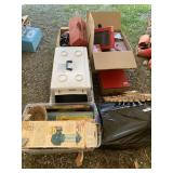 Lot with miscellaneous items: family games, fluore