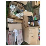 Lot with miscellaneous items: ceramic and glass cu