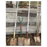 Lot with 3 digging shovesl         (M 75)(Y)