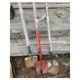 Lot of 3 digging shovesl      (M 75)(Y)