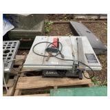 DELTA 8 1/4 Bench saw    (M 75)(Y)