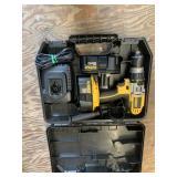 Lot with Dewalt tool kit model DCD940KX drill with