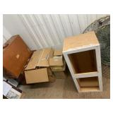 Lot with miscellaneous items including a vintage l