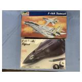 Lot of 2 models F14 Tomcat 1:48, F19 Stealth fight