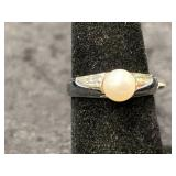 Fashion ring size 6 1/2 with simulated pearl cente