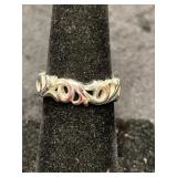 Fashion ring size 7 1/2 band style with floral des