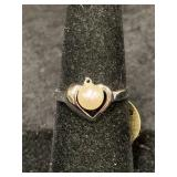 Fashion ring size 7 1/2 with heart shaped center p