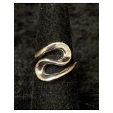 Fashion ring size 7 with abstract design       (M