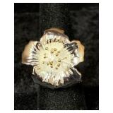 Fashion ring size 6 1/2 with lovely floral design