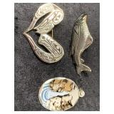 Lot of 3 pendants and pins    (M 91)