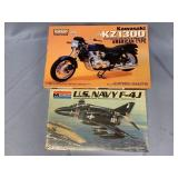 Lot of 2 models US Navy F4 fighter 1:48, Kawasaki