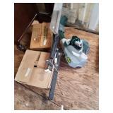 Target launcher for skeet shooting,  has clay targ