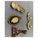 Small bag lot of assorted jewelry, including pin