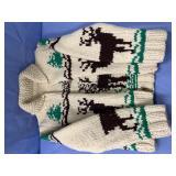 Child size wool sweater        (O 2)