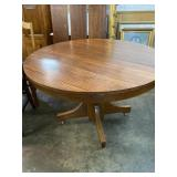 ROUND OAK PEDESTAL TABLE WITH 3 LEAVES