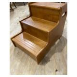 MAPLE BED STEP