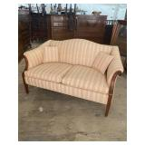 EXTRA CLEAN HUMPBACK LOVESEAT