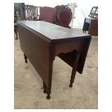 EARLY 19TH CENTURY SOLID WALNUT DROP LEAF TABLE