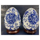 2 BLUE AND WHITE PORCELAIN EGGS ON STAND
