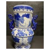 LARGE BLUE AND WHITE PORCELAIN BUTTERFLY GRAPE