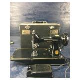 VINTAGE SINGER FEATHERWEIGHT SEWING MACHINE WITH