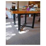 Nice wooden dining room table measuring 46in
