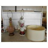 2 VINTAGE LAMPS, 1 SHADE