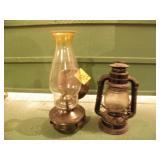2 KAROSENE LAMPS, 1 WITH WALL BRACKET