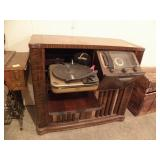 ANTIQUE ZENITH RADIO/RECORD PLAYER, DOES TURN ON