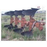 IH 140, 4 bottom roll over plow