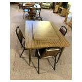 Dining room table w/2leaves 4matching chairs