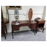"Queen Anne Style Dresser Table ""Wrighton Furnitur"