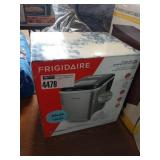 FIRGIDAIRE S.S. COUNTER TOP ICEMAKER