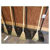 Lot 4 Rubbermaid Sweep Catches & 4 Small Brooms