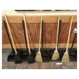 Lot 5 Rubbermaid Sweep Catches w/ 5 Small Brooms