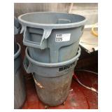 Lot 2 Brute Rubbermaid Trash Cans w/ 1 Set Wheels
