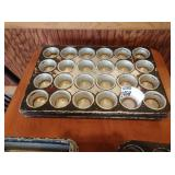 Lot 4 Muffin Pans