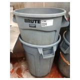 1 Lot 2 Brute Rubbermaid Trash Cans w/1 Set Wheels