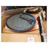 1 Lot Brand New Cast Iron Sizzlers w/Handle & Wood