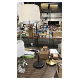1 Lot 2 Floor Lamps: